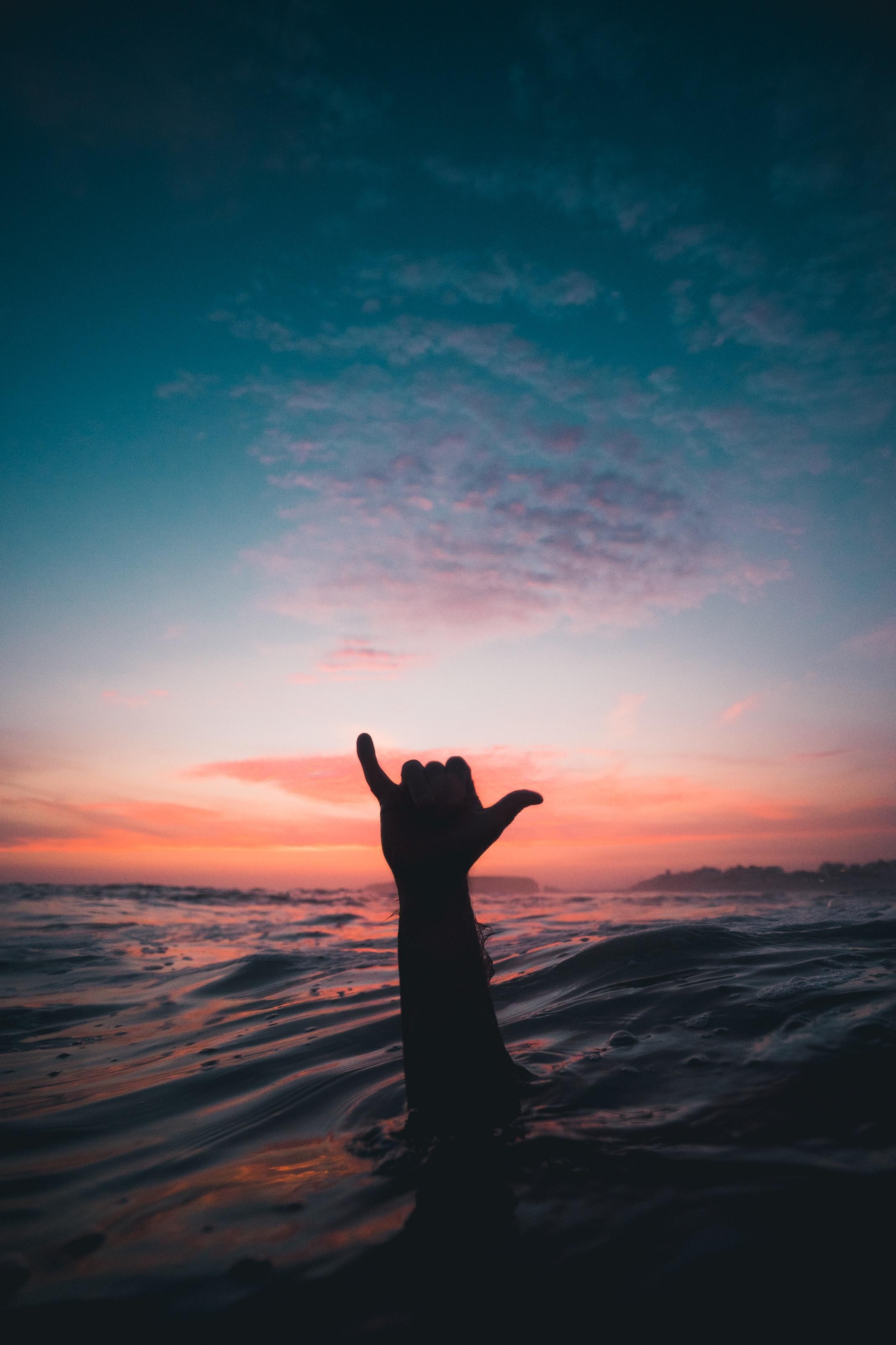 hand uit het water